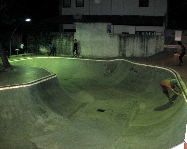 sanur bowl, bali skateboarding, julien bergougnoux